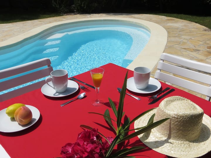 Appartement dans villa avec piscine 3*