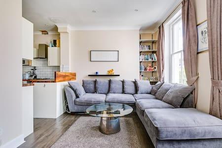Stunning Modern flat in Chelsea
