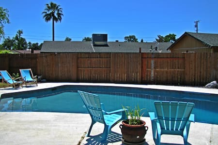 Beautiful 3 bedroom 2 bath w/ Pool - Redding