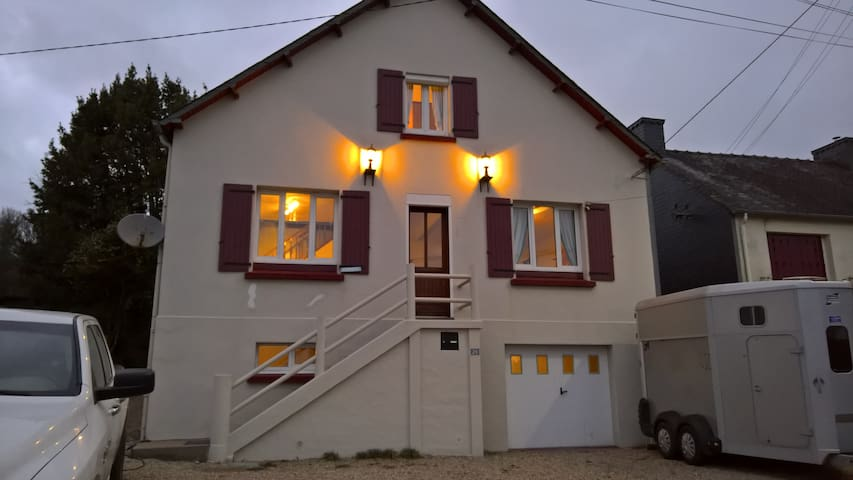 Lac guerledan holiday home. 12 PERS - Caurel - Casa