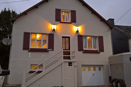 Lac guerledan holiday home. 12 PERS - Caurel