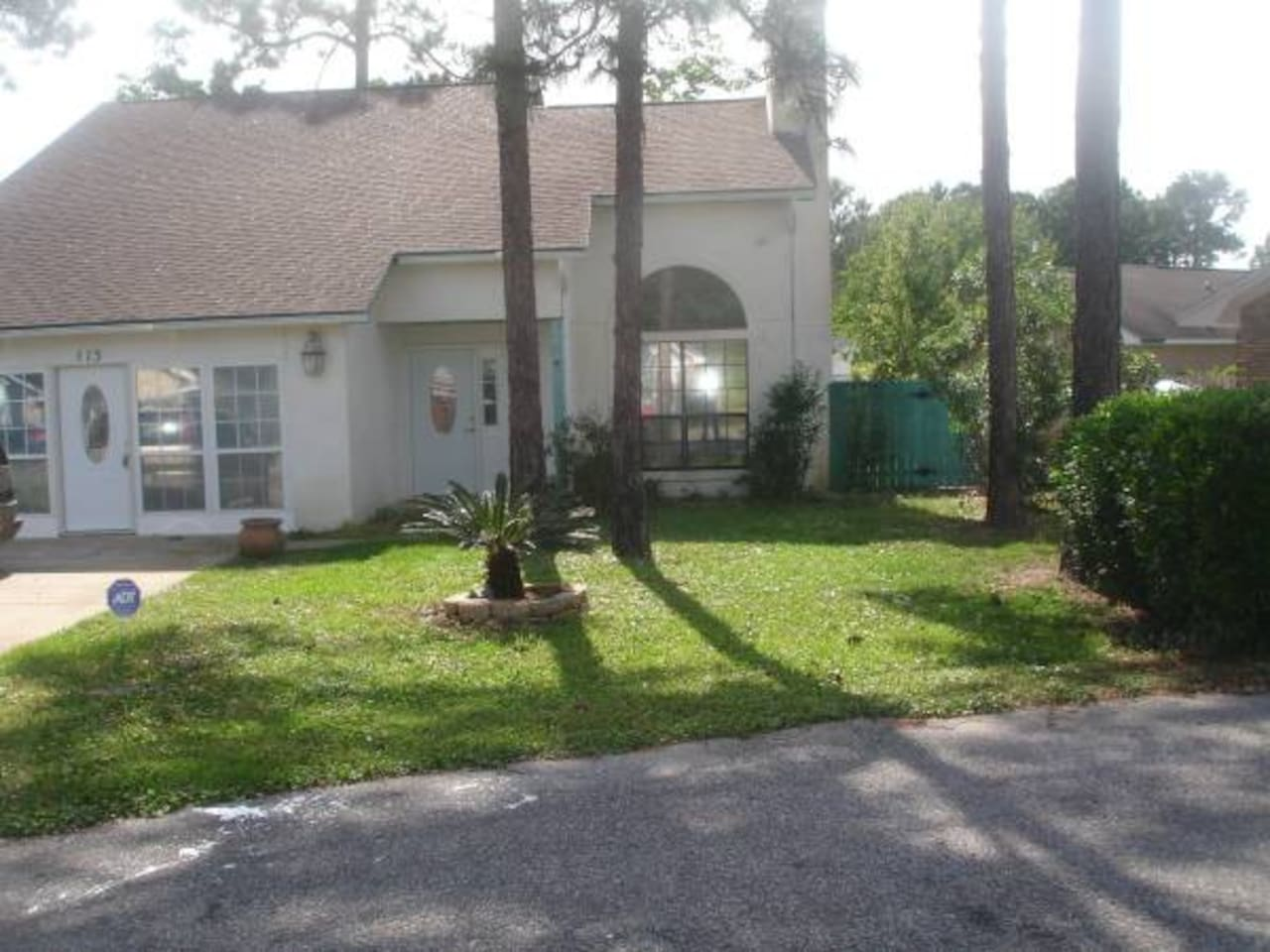 Location Location and Location.  Conveniently located to beach, boat tours, Off Shore Fishing Excursions, Shopping, University, Navy Base, Air Force Base, Restaurants, and various Amusement