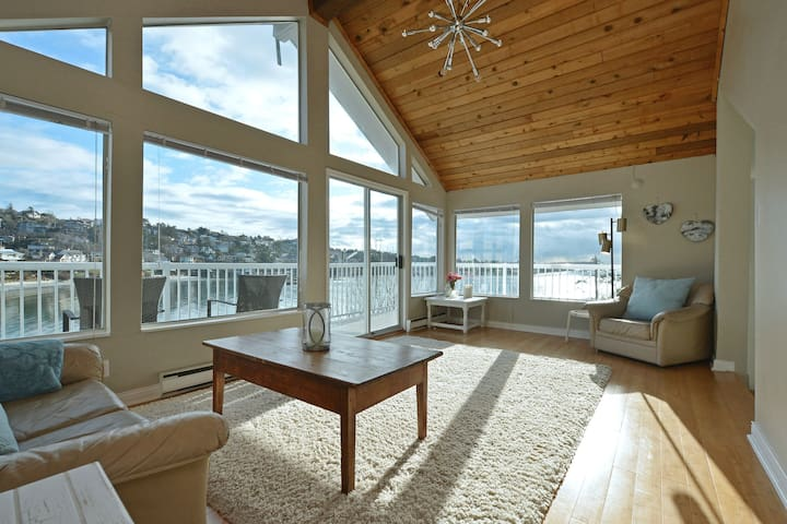 Gonzales Beach Retreat, Spectacular Views - Victoria - Appartement