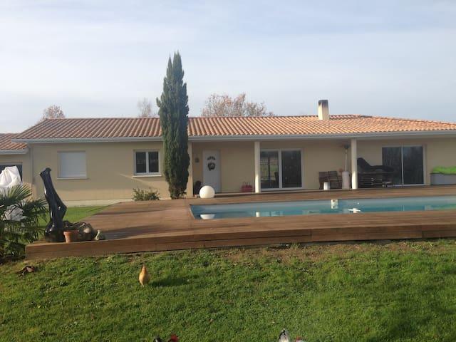 Maison moderne vue sur la vigne & chateau - Cadillac-en-Fronsadais