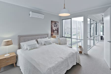Stunning Room in Architecturally Designed Terrace