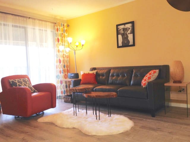 2BR/2BH flat Los Alamos downtown. Government rates