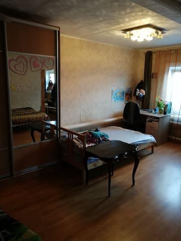 Сдам большую комнату в частном доме и двором