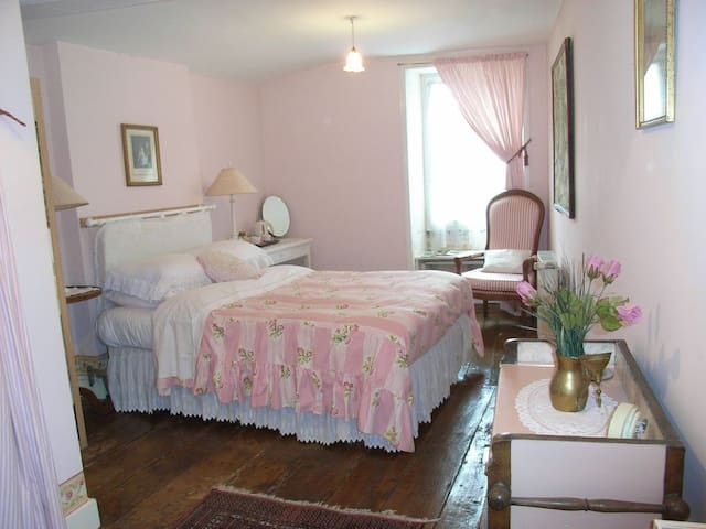 18th century stone farmhouse - Segonzac - Bed & Breakfast