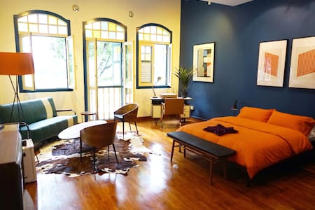 Bright & Airy, Heritage Shophouse!