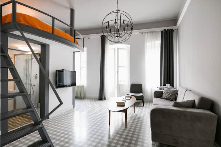 Cozy Loft Room2