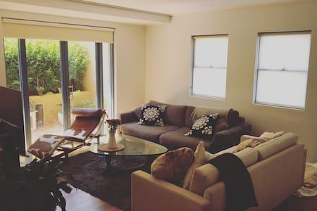 Private Court Yard Apartment Close to Bondi Beach - North Bondi