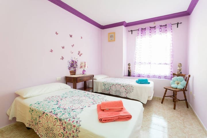 Lucy's House-Twin room,3 min walk from the beach!