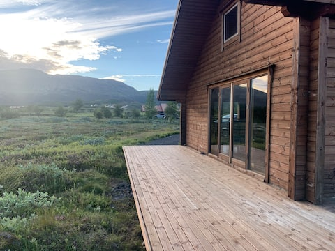 Large and cozy cabin with a great view of Geysir