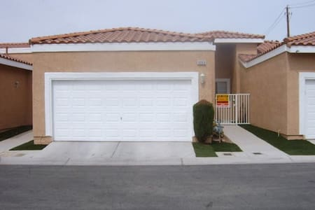 Cute Townhome close to everything! - Las Vegas