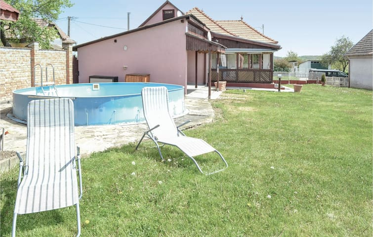 Former farm house with 1 bedroom on 80m² in Polány
