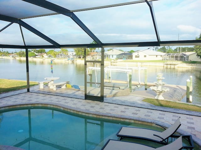 Lake Kennedy water front villa - Cape Coral - Casa