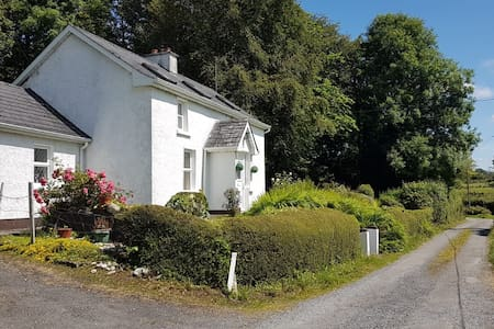 Farm house in picturesque location!
