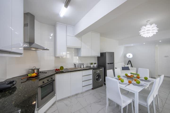 Finikoudes suite, center of Larnaca,near the beach