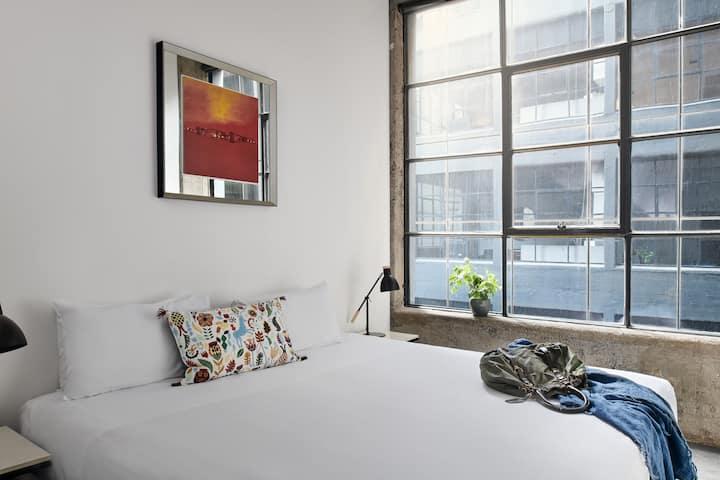 CBD Paris End Superior One Bedroom Apartment