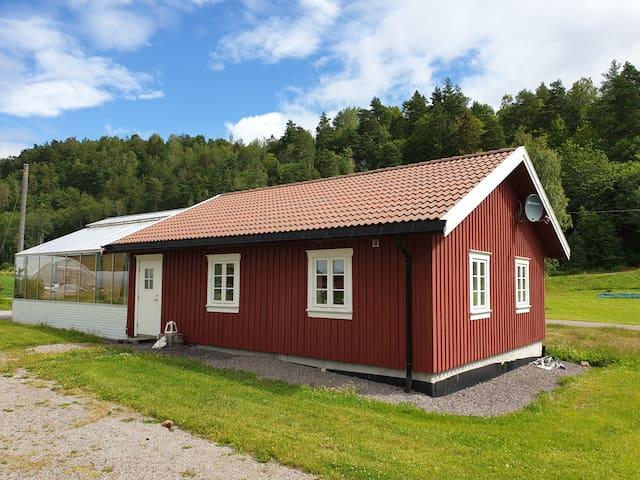 Fint hus i idylliske omgivelser