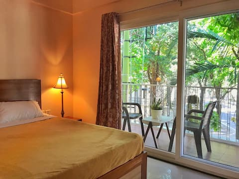 Lovely room with a resort feel in city
