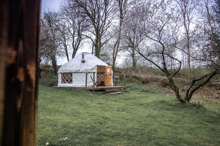 Damson Yurt - Cosy and secluded with woodburner