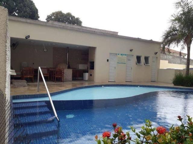 Apartamento com piscina e suíte