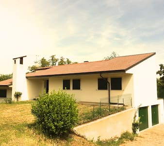 Stanza privata  in una Villa  a 7 min dal centro! - Verona