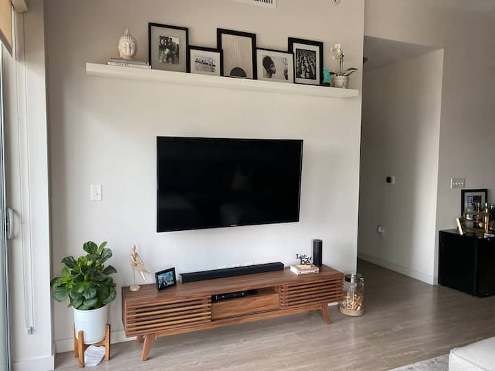 2BR Luxury apt in the heart of Rainey District