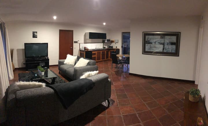 Spacious Guest house, perfect for a quiet getaway!