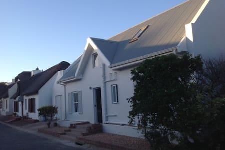Still Bay Holiday House Close To River Sleeps 8 - Still Bay