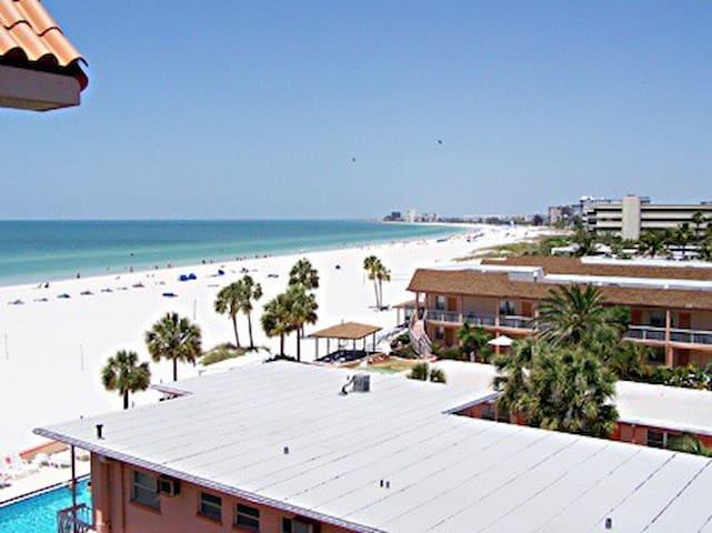 Beach Paradise at the Vistas on the Gulf. - Saint Pete Beach - Condominium