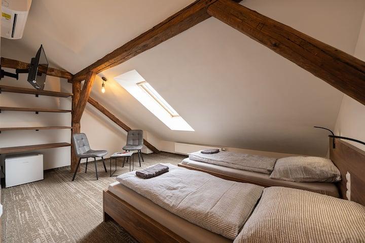Apartsee Plzeň - 6. Pokoj s oddělenými postelemi