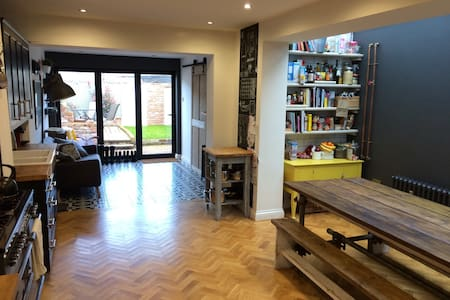Modern Family Home 15min from Cardiff City Centre - Cardiff