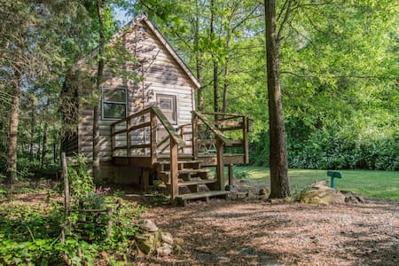 Thoreau Cabin With Jacuzzi Tub - Gold Hill - Hytte