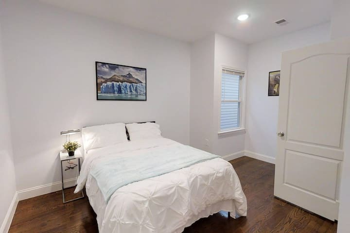 Gorgeous Room in Jersey City Apartment - Free Wifi