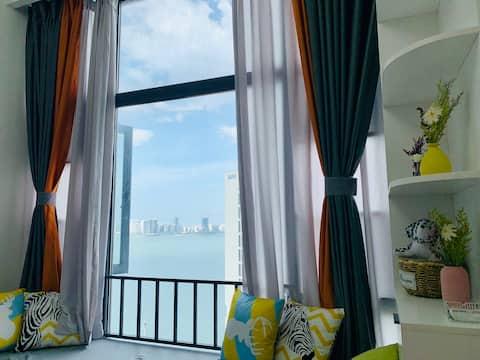 【伴风望海】温馨舒适/带有时尚风格的海景loft复式公寓/静静的靠在窗边就可以看海的小屋