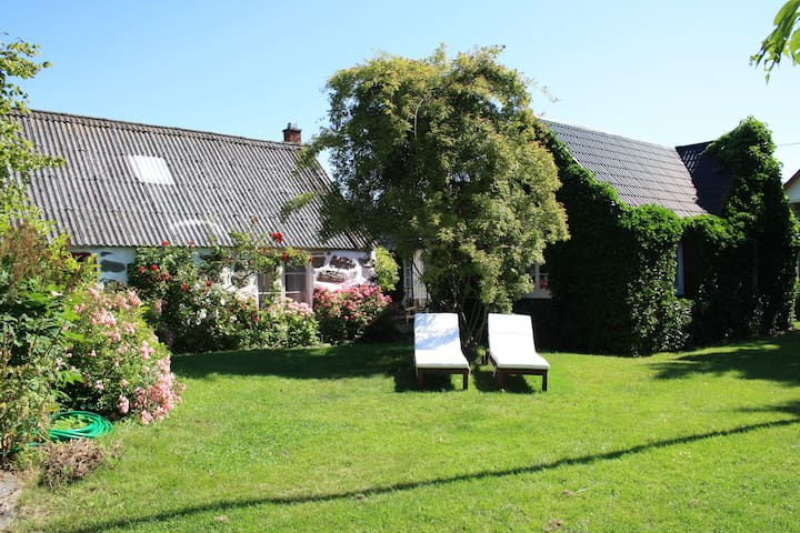 Idyllic cottage, close to the sea