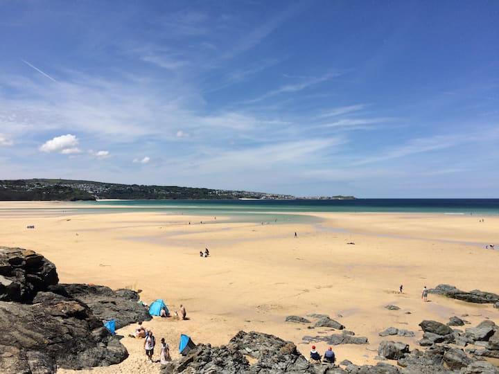 Perfect two bed apartment right on Hayle beach