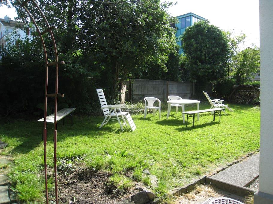 Jardin équipé de meubles