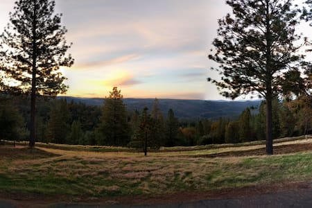 Stunning view at 39 acre Ranch, near lakes, hikes - Volcano - Ház
