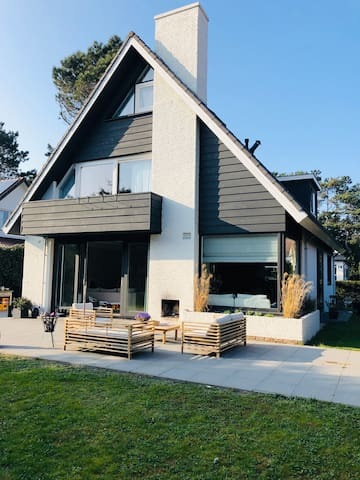 Family villa close to beach and Haarlem