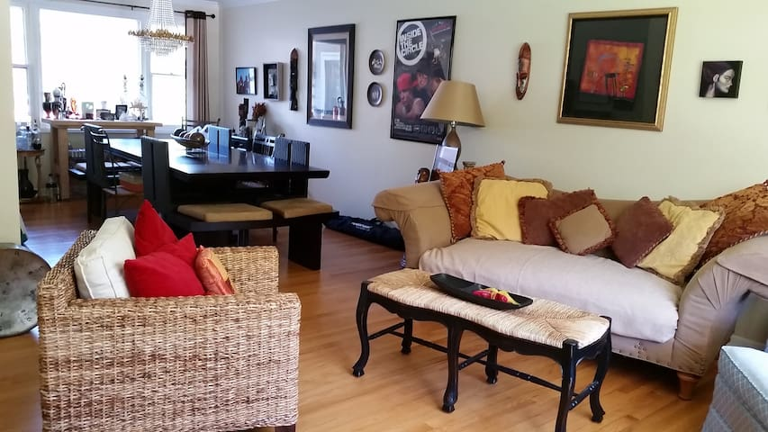Room in CLEAN eclectic home - Cockeysville - Casa