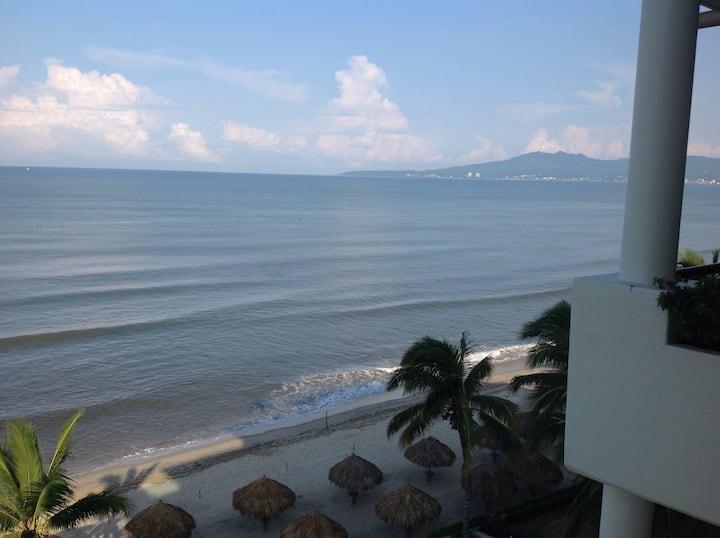 Beach front, 3 bedrooms, 6th floor
