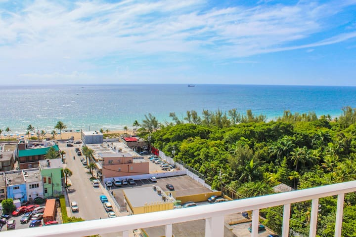 Ocean Front Condo! Central Fort Lauderdale Beach