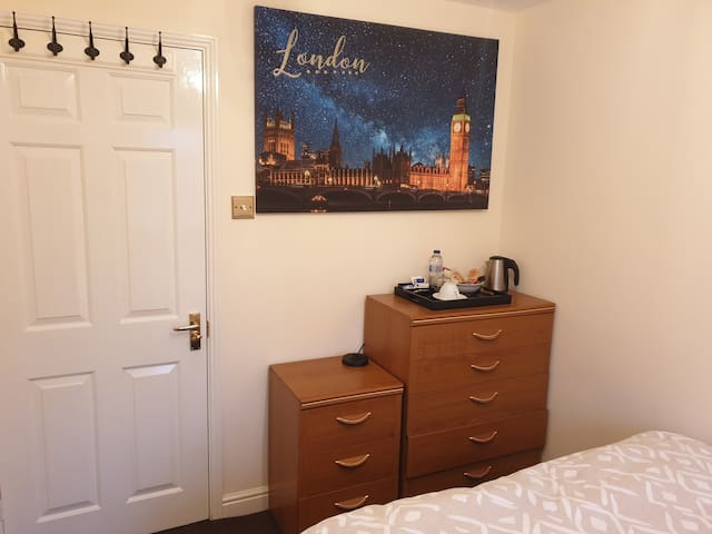 Lovely Room & Private Bathroom in Heart of London