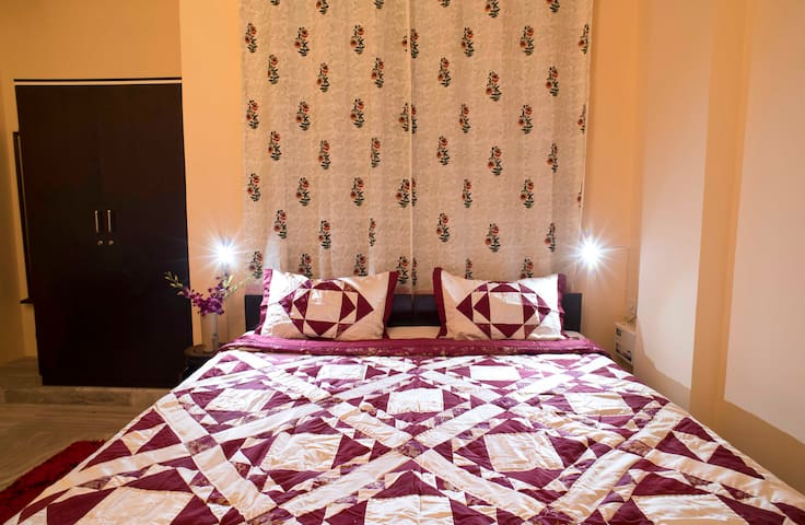 Aesthetically decorated Room with Large bed with Side lamp for reading Wifi included