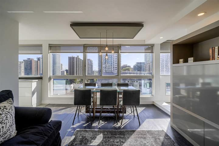 Luxurious and spacious condo ideally located