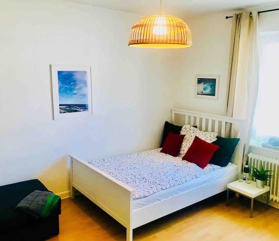 Das gemütliche Bett mit 1a-Lattenrost und sehr guter Marken-Matratze für einen erholsamen Schlaf