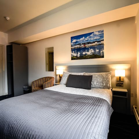 Private Double Room with Bathroom @ Kinlay